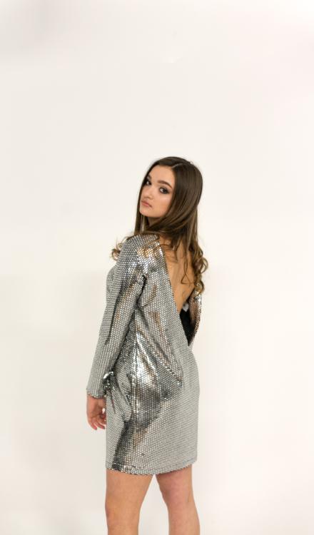 srebrna sukienka disca luźna z rękawem z odkrytymi plecami świecąca