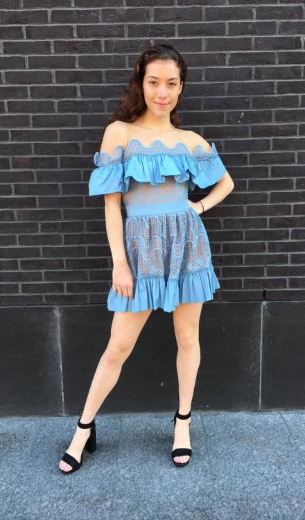 haftowana krótka błękitna sukienka hiszpanka felicia