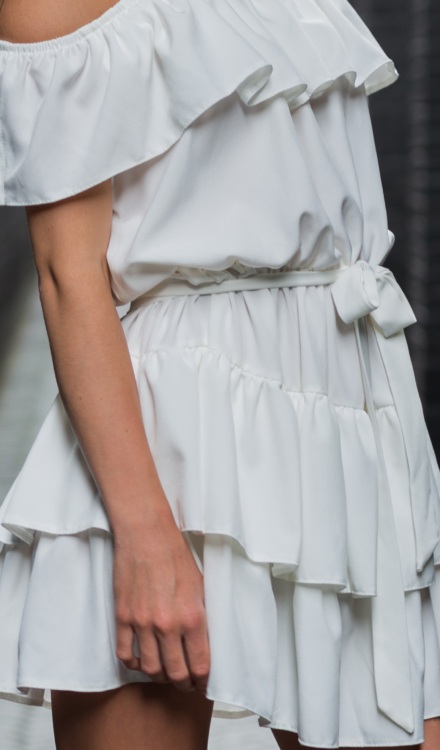 Biała sukienka hiszpanka krótka
