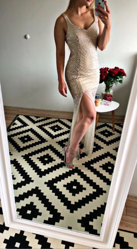 długa świecąca sukienka z cekinami odkryte plecy na sylwestra Afrodyta